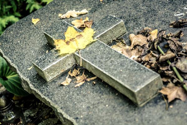 Granit çapraz mezar taş beyaz inanç Stok fotoğraf © tarczas