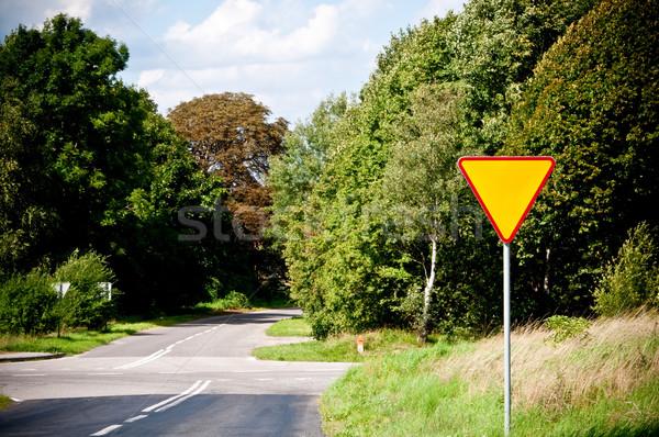 Elsőbbségadás kötelező útkereszteződés forgalom biztonság irányítás Stock fotó © tarczas