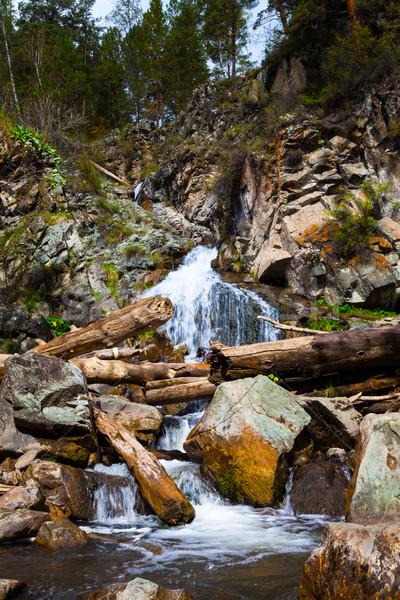 Mooie waterval rotsen adembenemend verticaal berg Stockfoto © TasiPas