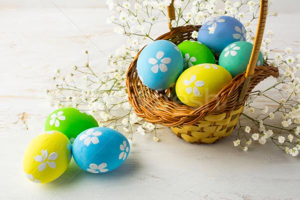 Decorado ovos de páscoa cesta pequeno branco respiração Foto stock © TasiPas