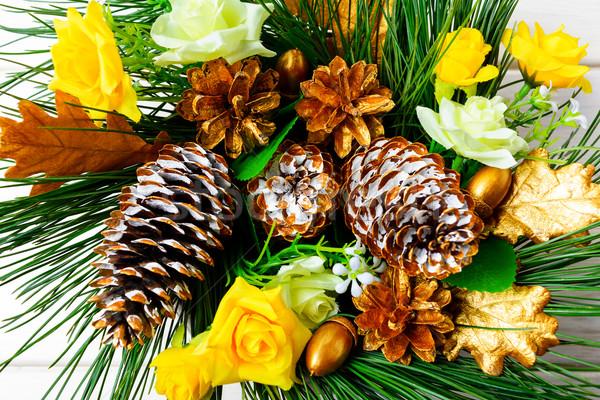Karácsony arany díszített fenyőfa selyem rózsák Stock fotó © TasiPas