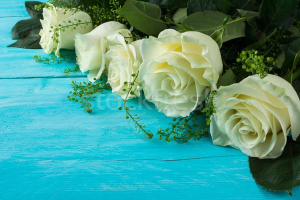 Elefántcsont rózsák fából készült türkiz tavasz nyár Stock fotó © TasiPas