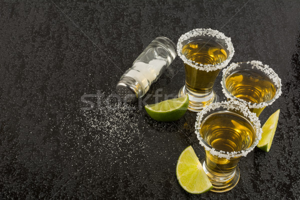 Tequila chaux sel noir table or Photo stock © TasiPas