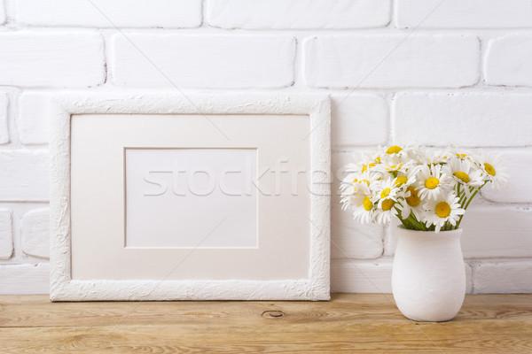 Fehér tájkép keret vázlat kamilla virágcsokor Stock fotó © TasiPas