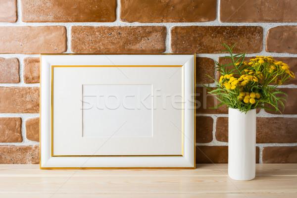 Or décoré paysage cadre exposé Photo stock © TasiPas