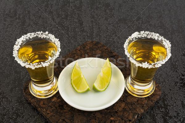 Dois ouro tequila cal tiro mexicano Foto stock © TasiPas