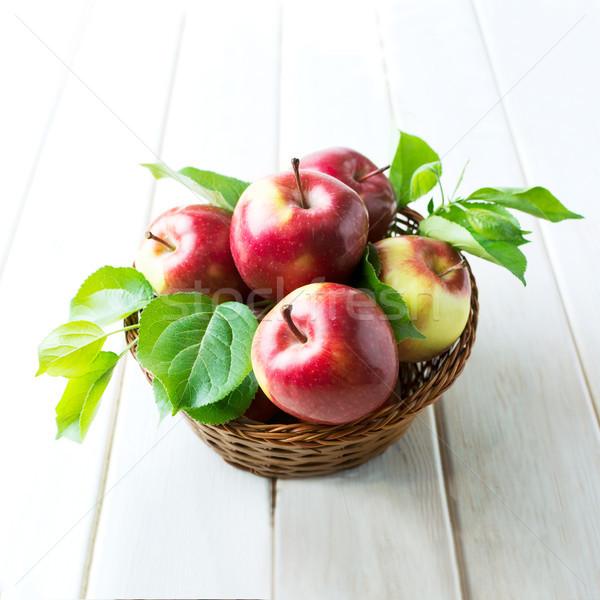 Piros almák fonott kosár organikus gyümölcs Stock fotó © TasiPas
