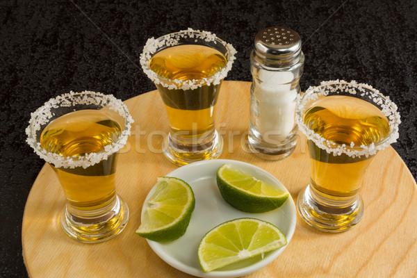 Ouro tequila madeira conselho cal sal Foto stock © TasiPas