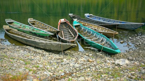 Velho barcos banco rio belo Foto stock © TasiPas