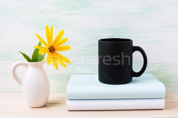 Zwarte koffie mok Geel bloemen lege Stockfoto © TasiPas