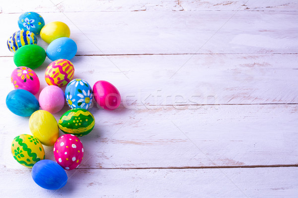 Csetepaté tarka húsvéti tojások fehér fa palánk Stock fotó © TasiPas