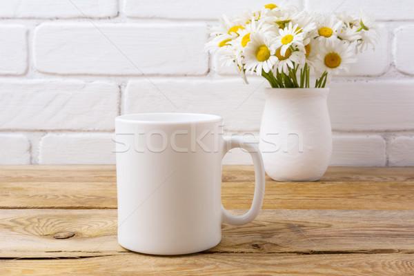 Witte koffiemok kamille boeket rustiek Stockfoto © TasiPas