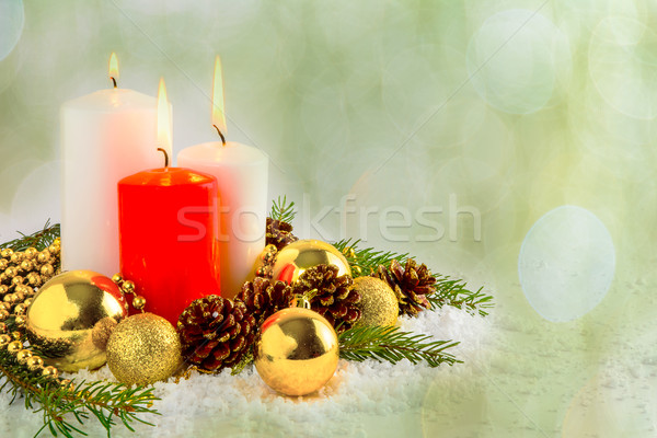 Christmas Rood kaarsen arrangement decoratie brandend Stockfoto © TasiPas