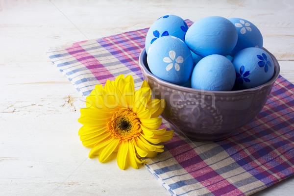 Açık mavi dekore edilmiş paskalya yumurtası mor çanak beyaz Stok fotoğraf © TasiPas