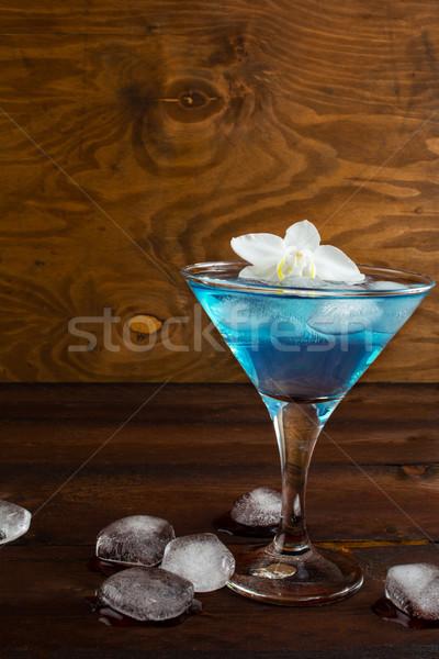Kék kozmopolita koktél fából készült martini Stock fotó © TasiPas