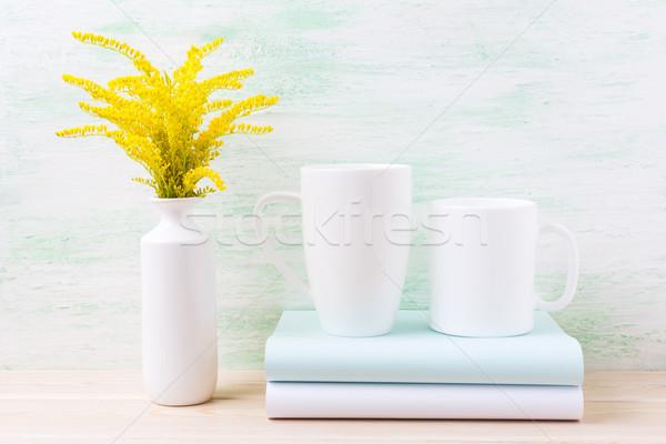 Deux blanche café cappuccino mug Photo stock © TasiPas