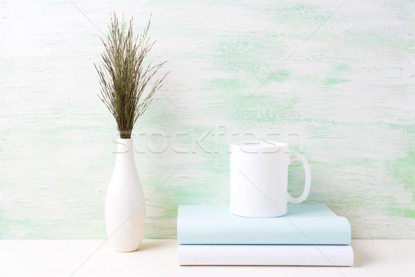 Foto stock: Branco · caneca · de · café · escuro · prado · grama