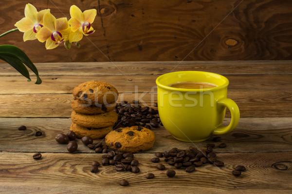 Sarı fincan güçlü kahve kahve çekirdekleri bo Stok fotoğraf © TasiPas