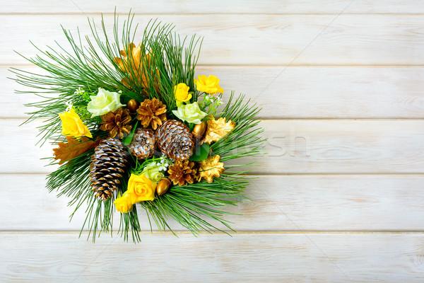Crăciun coroana galben mătase trandafiri Imagine de stoc © TasiPas