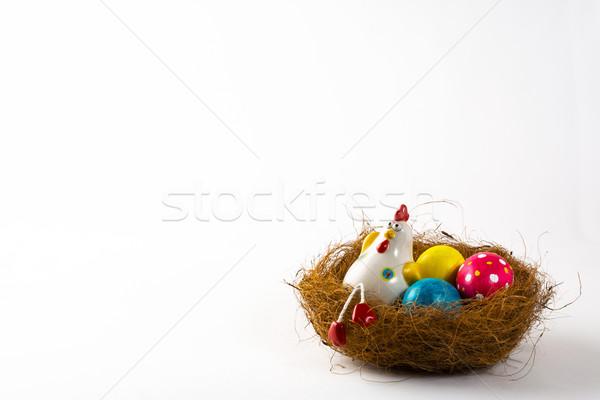 Decorativo gallina huevos de Pascua nido pintado Foto stock © TasiPas