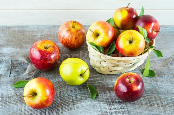 свежие яблоки корзины деревенский зрелый плодов Сток-фото © TasiPas