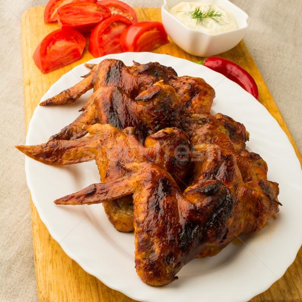 ızgara tavuk kanatlar beyaz sebze sos Stok fotoğraf © TasiPas