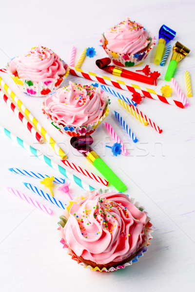 Aniversário rosa chantilly redemoinho vertical Foto stock © TasiPas