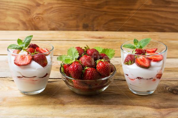 Dieta postre yogurt fresa maduro Foto stock © TasiPas