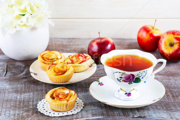 Cup tè muffins rosa mela Foto d'archivio © TasiPas