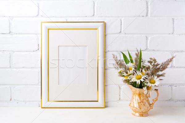 Arany díszített keret vázlat kamilla fű Stock fotó © TasiPas