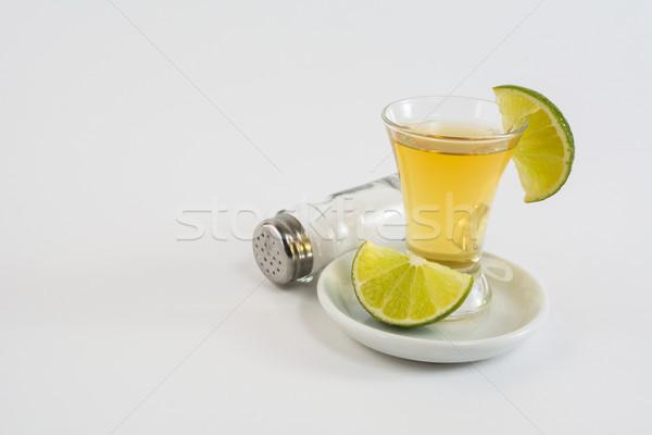 Vidrio tequila cal blanco tiro oro Foto stock © TasiPas