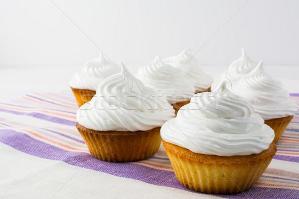Fehér minitorták csíkos vászon szalvéta közelkép Stock fotó © TasiPas