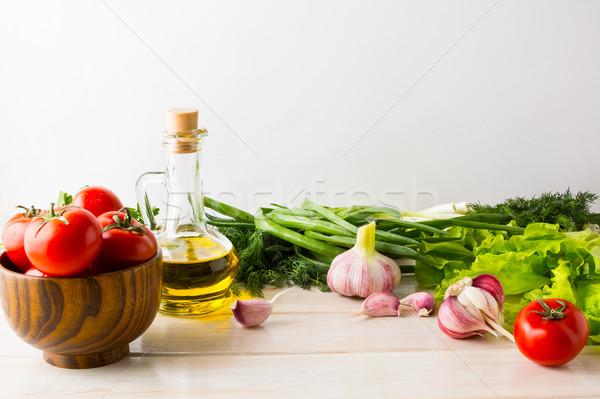 Olijfolie knoflook tomaat witte houten vegetarisch Stockfoto © TasiPas