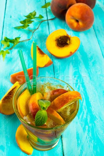 Beber fresco pêssegos gelado chá verde de Foto stock © TasiPas