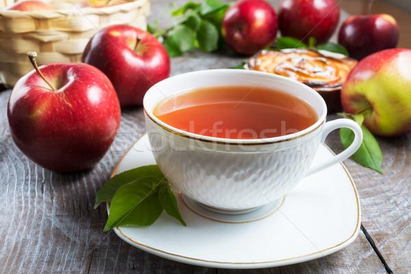 Bitkisel çaylar fincan elmalı pay hizmet kahvaltı Stok fotoğraf © TasiPas