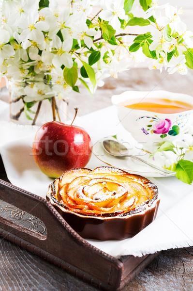 Mela rosa torta Cup tè Foto d'archivio © TasiPas