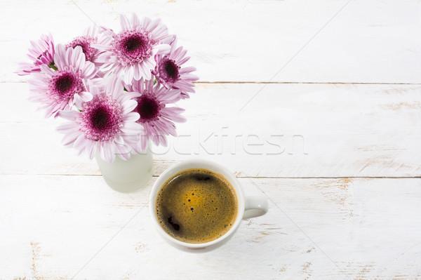 Taza de café lila margaritas superior vista taza de café Foto stock © TasiPas