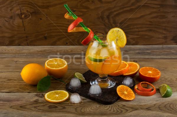 Tropische vruchten cocktail houten tafel vruchten drinken zomer Stockfoto © TasiPas