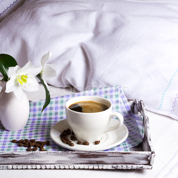 Csésze erős kávé tér fehér virágok rusztikus Stock fotó © TasiPas