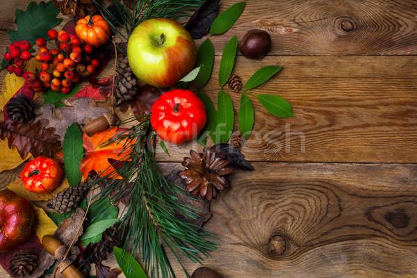 Vallen groet eikel houten tafel pompoen appels Stockfoto © TasiPas