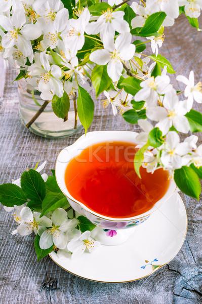 Fincan çay ahşap masa elma çiçek zaman Stok fotoğraf © TasiPas