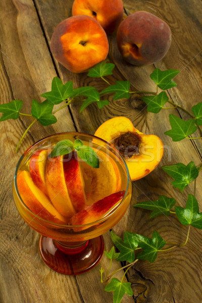 Soğuk içecek şeftali yeşil çay nane cam Stok fotoğraf © TasiPas