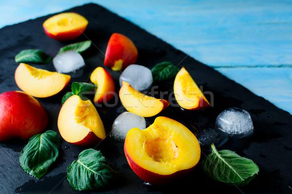 Dilimleri şeftali mavi ahşap taze meyve sağlıklı beslenme Stok fotoğraf © TasiPas