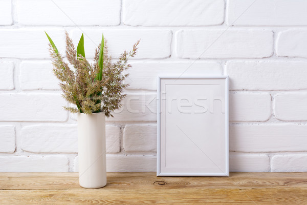 Branco quadro grama folhas verdes cilindro Foto stock © TasiPas