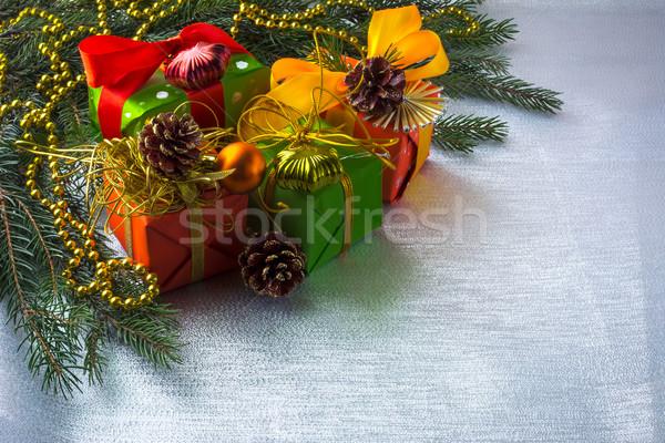 Noel hediye kutuları dekorasyon şerit Stok fotoğraf © TasiPas