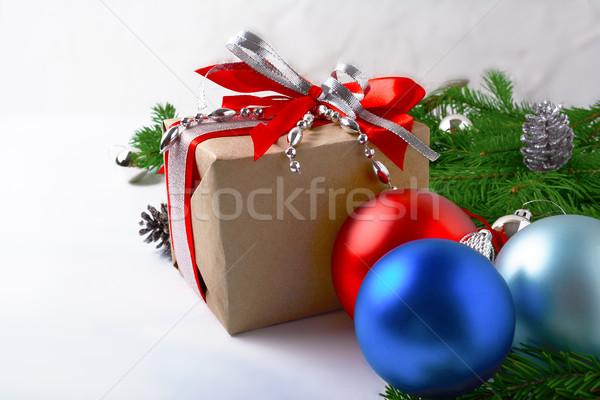 Noel gümüş boncuk dekore edilmiş hediye kutusu kırmızı Stok fotoğraf © TasiPas