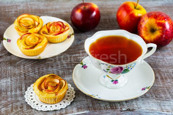 Casero manzana aumentó torta taza té Foto stock © TasiPas