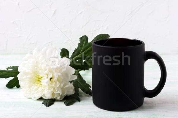 Zwarte koffie mok witte chrysant lege Stockfoto © TasiPas