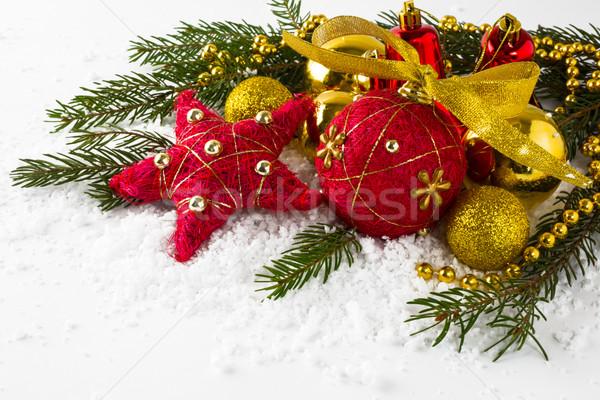 Czerwony złoty śniegu christmas dekoracji Zdjęcia stock © TasiPas