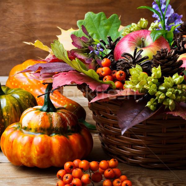 Ação de graças tabela maçãs folhas Foto stock © TasiPas